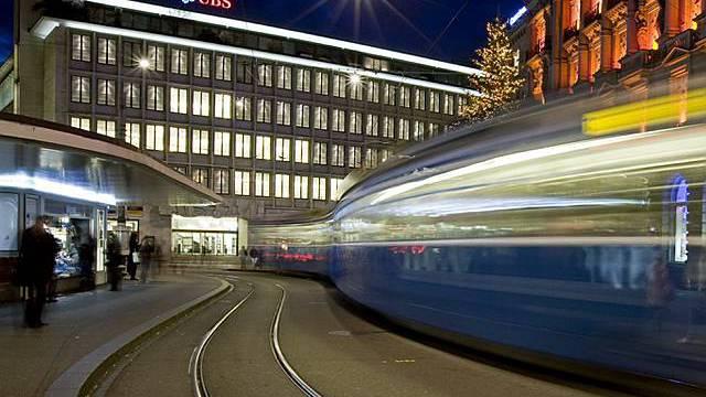 Die Kosten sind zu hoch. Die UBS zieht sich aus der Stadt zurück - den Hauptsitz bleibt aber am Paradeplatz.