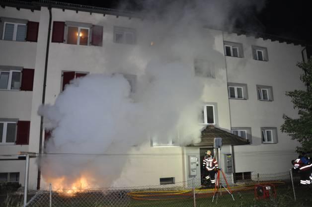 Der Brand im Keller wurde kurz vor Mitternacht gemeldet