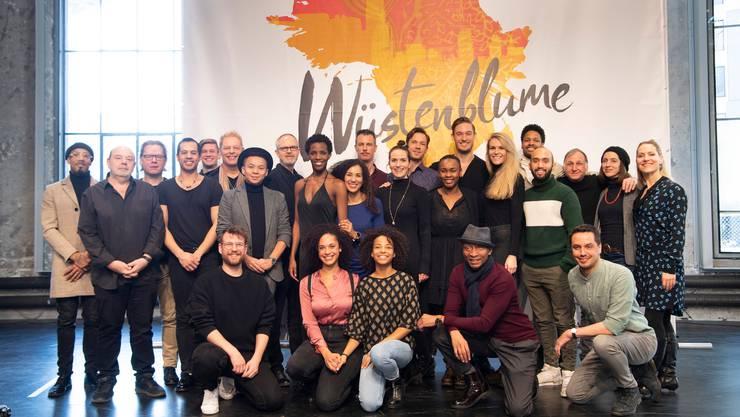 Ensemble, Kreativ- und Leitungsteam präsentieren in der Lokremise St.Gallen erste Ausschnitte des neuen Musicals «Wüstenblume» von Uwe Fahrenkrog-Petersen und Gil Mehmert.