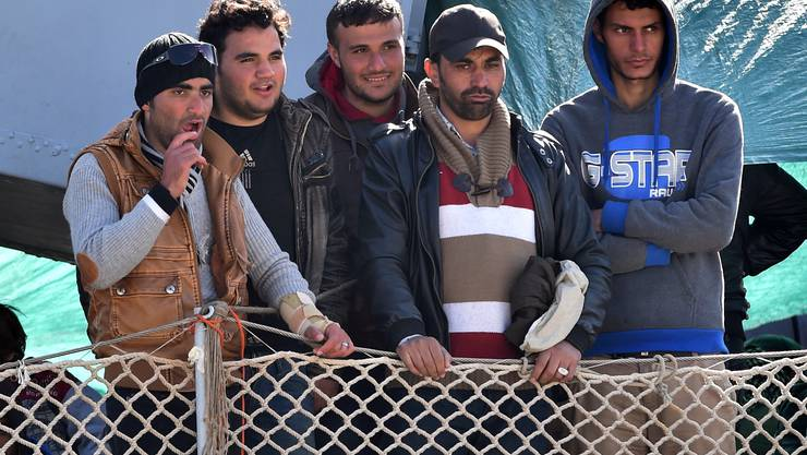 Am Samstag trafen erneut 454 Migranten in der sizilianischen Stadt Messina ein_0007