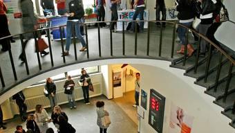 Ein- und Aufstiegschancen: Halle des Kollegiengebäudes Basel.