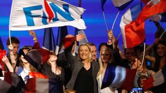 Marine Le Pen, Präsidentin des Front National, lässt sich von Anhängern feiern (Archiv).