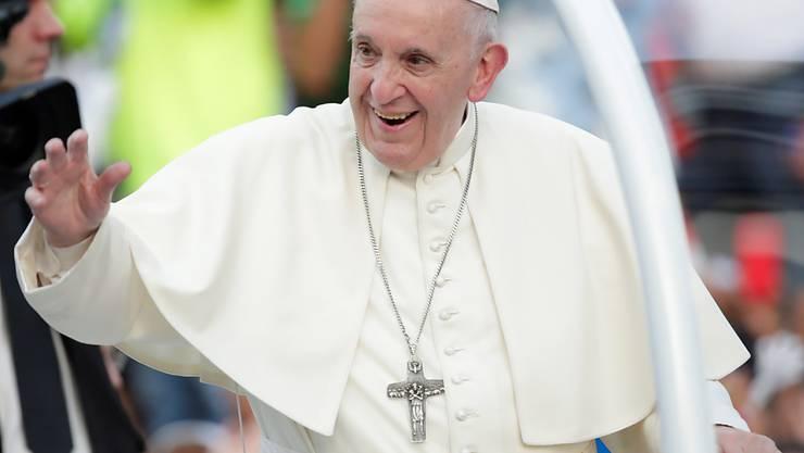 Papst Franziskus hat nach eigener Aussage keinen grossen Spass am Reisen. Zwar treffe man beim Reisen immer gute Menschen und lerne viel. Dennoch sei es gegen seine Natur, sagte Franziskus bei einer Audienz mit 400 italienischen Kindern. (Archivbild)