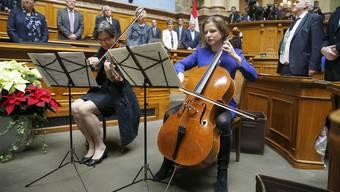 Im Nationalratssaal spielte das «Bundeshaus-Quartett» mit Nationalratspräsidentin Christa Markwalder (r.) die Nationalhymne.