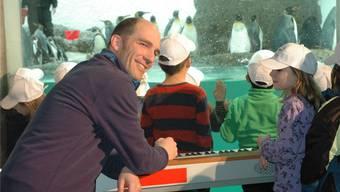 Andrew Bond präsentiert sein neustes Werk im Zoo.