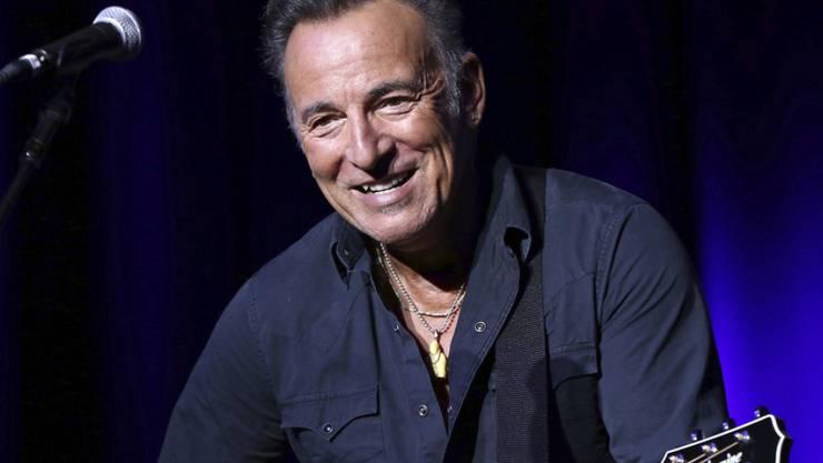 Konzert in kleinstem Rahmen: US-Musiker Bruce Springsteen hat ganz allein für den scheidenden Präsidenten Barack Obama und seine Angestellten 15 Songs gespielt. (Archivbild)
