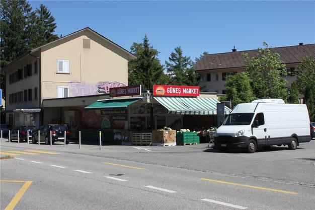 14 Parkplätze und dennoch bisweilen ein Chaos: Günes-Supermarkt an der Schlachthausstrasse.