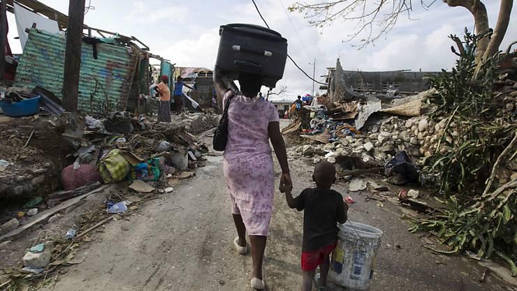 """Zerstörung auf allen Seiten: In Haiti sind wegen des Hurrikans """"Matthew"""" viele Häuser zerstört worden."""