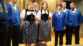 Jodlerinnen: Regula Bütikofer (Mitte links), daneben Tanja Hartmann.