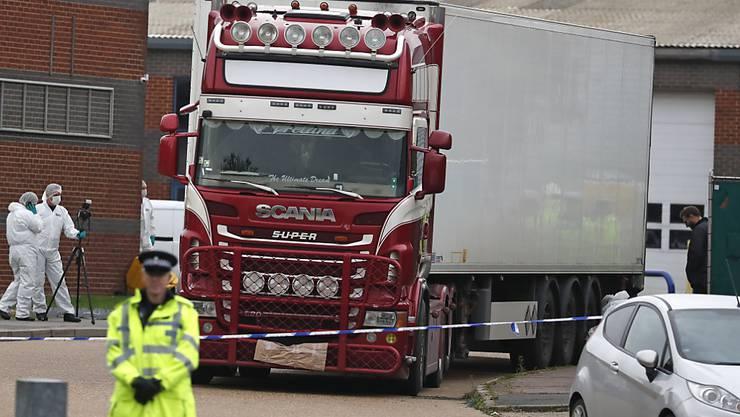 Die Leichen von 31 Männern und acht Frauen wurden in einem Industriegebiet östlich von London im Kühlcontainer eines Lastwagens entdeckt. (Archivbild)