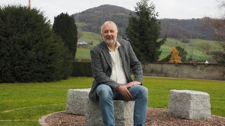 Martin Linzmeier, Gemeindeleiter in Gipf-Oberfrick, auf dem Bild im Labyrinth bei der Kirche Frick