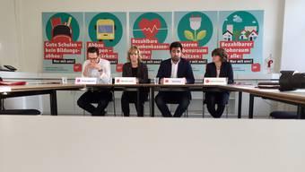 SP-Wahlkampfleiter Jonas Eggmann, Fraktionschefin Miriam Locher, Parteipräsident Adil Koller und Regierungskandidatin Kathrin Schweizer (v. l.) wollen dank Massenaktionen die Wahlen 2019 gewinnen.