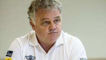 Ivano Zanatta, eigentlich Ambris Sportchef, assistiert Hans Kossmann im Spiel gegen Lausanne