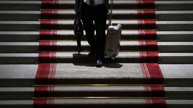 Auch Berufsschülerinnen und Berufsschülern greifen anstelle des Schultheks oft auf den kleinen Koffer zurück.
