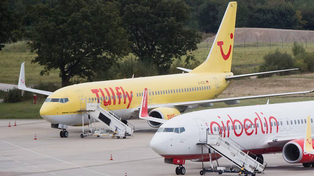Nachdem am Mittwoch fast alles Tuifly-Flieger am Boden geblieben waren, meldet der Ferienflieger nun wieder normalen Flugbetrieb. (Archiv)