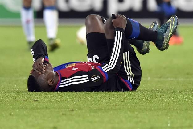 Schmerzverzerrtes Gesicht bei Breel Embolo, erneutes Verletzungspech für den FCB.