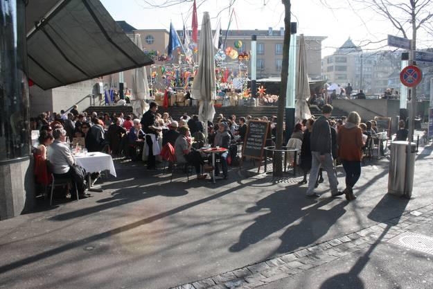 Das Cafe am Barfüsserplatz kann heute wohl einen Rekordumsatz verbuchen.