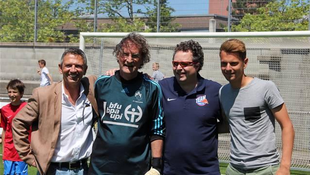 Feierten am Jubiläum im Stadion Esp mit (v.l.n.r.): Urs Käser (Geschäftsleitung Team Aargau), Gerry Müller (Stadtammann Baden), Thomi Bräm (Geschäftsleitung Team Limmattal) und Oliver Jäckle (FC Aarau).