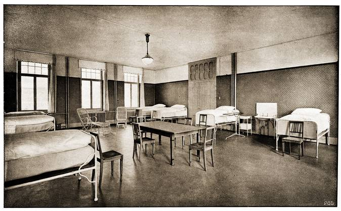 Blick in ein Mehrbettzimmer im Städtischen Krankenhaus