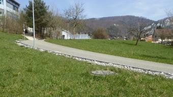 Ab dieser Zufahrt entstehen in Richtung der Velounterstände neue Parkplätze.