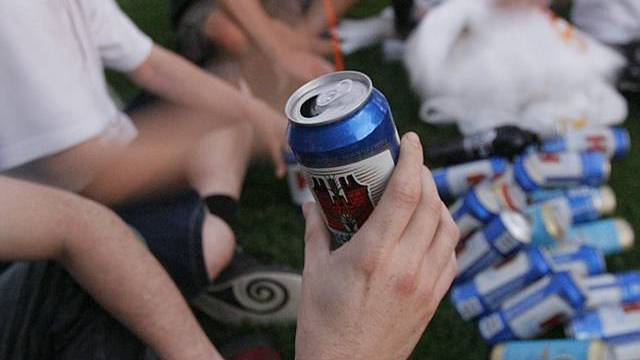 Rund ein Drittel der Jugendlichen erhielt Alkohol (Archiv)
