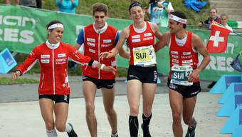 Die Schweizer-Staffel mit Elena Roos, Florian Howald, Sabine Hauswirth und Martin Hubmann (von links) holt sich Bronze an der WM.