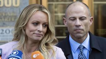 Die Pornodarstellerin Stormy Daniels (links) und ihr Rechtsbeistand Michael Avenatti (rechts) erheben neue Vorwürfe. (Archivbild)