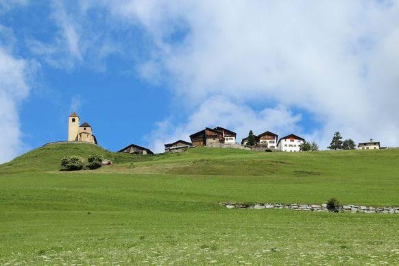 Lohn zahlte 2010 nur 69 Franken Bundessteuer. In der Gemeinde wohnen nur 45 Menschen.