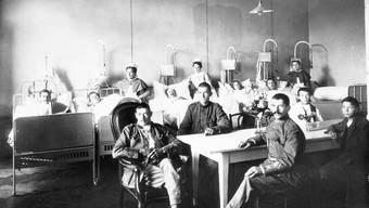 In der ganzen Schweiz wurden 1918 Lazarette für die zahllosen Grippekranken errichtet. Allein im Aargau erkrankten zwischen dem 20. Oktober und dem 23. November 18 772 Menschen.