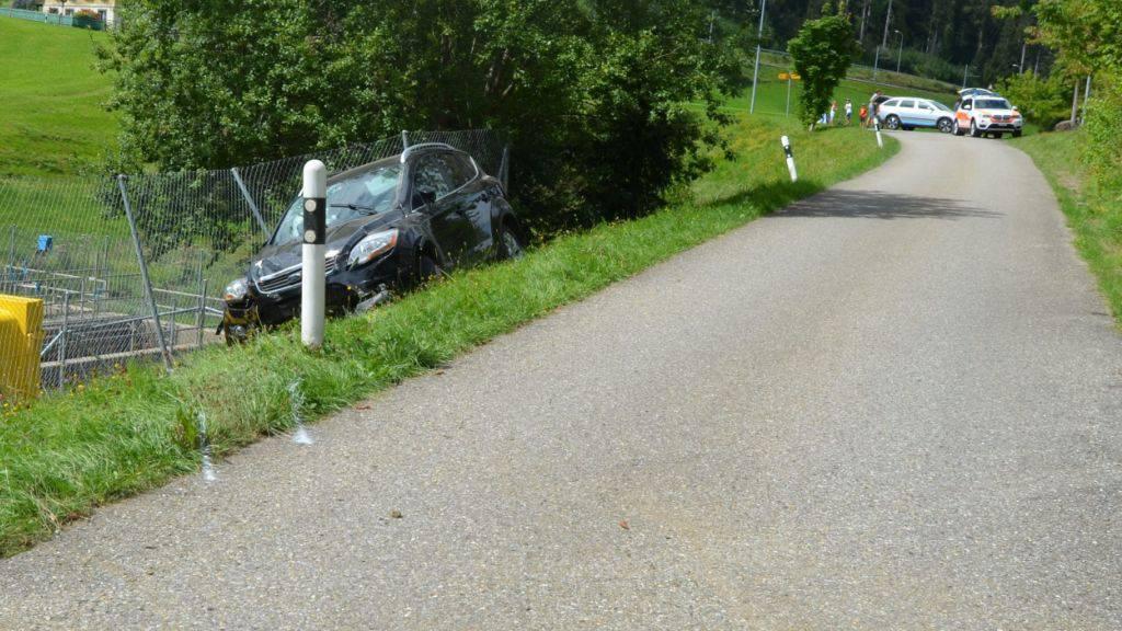 Beim Selbstunfall in Waldstatt entstand am Auto Totalschaden, der Lenker kam mit dem Schrecken davon.
