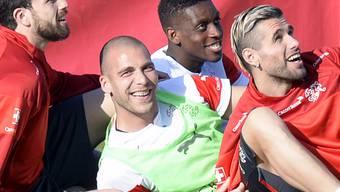 Die Schweizer Nationalspieler freuen sich über das neuste FIFA-Ranking, in welchem sie auf Platz 4 vorgerückt sind