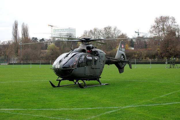 Exemplarische Landung eines Eurocopters der Schweizer Armee.