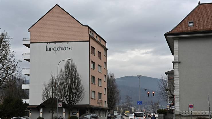 Nadelöhr Aarburgerstrasse: kein Platz für Langsamverkehr auf der Höhe Aarburgerstrasse 6 (links). Bild: Bruno Kissling (17. Januar 2020)