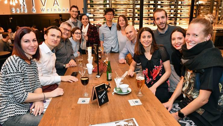 Kirill Bourovoi (2. von links) und seine Frau Jessica (4. von rechts) organisieren regelmässige Treffen.