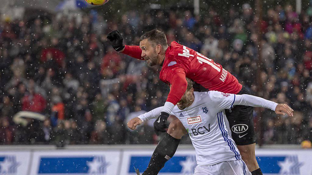 Stefan Maierhofer (oben), hier im Match gegen Lausanne aufgenommen, bringt mit seinem Kopfball den FC Aarau in die Barrage