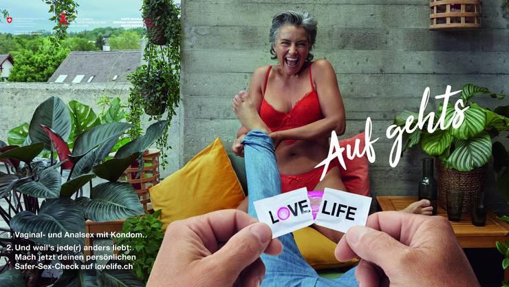 Bei der neuen Plakatkampagne steht das Kondom im Vordergrund.