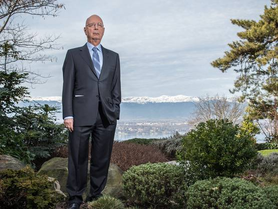 Klaus Schwab am Haupftsitz des World Economic Forum in Cologny, direkt am Genfersee.
