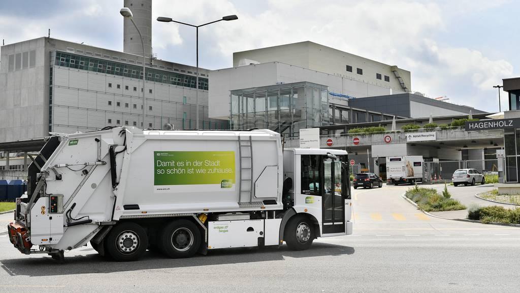 Unbewilligtes Oldtimer-Museum: Kehrichtautos werden versteigert