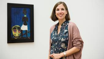 Die Hamburgerin Katharina Georgi betreibt für das Kunstmuseum Basel Provenienzforschung. Im Hintergrund: das Gemälde von Emil Nolde mit der irreführenden Plakette. roland schmid