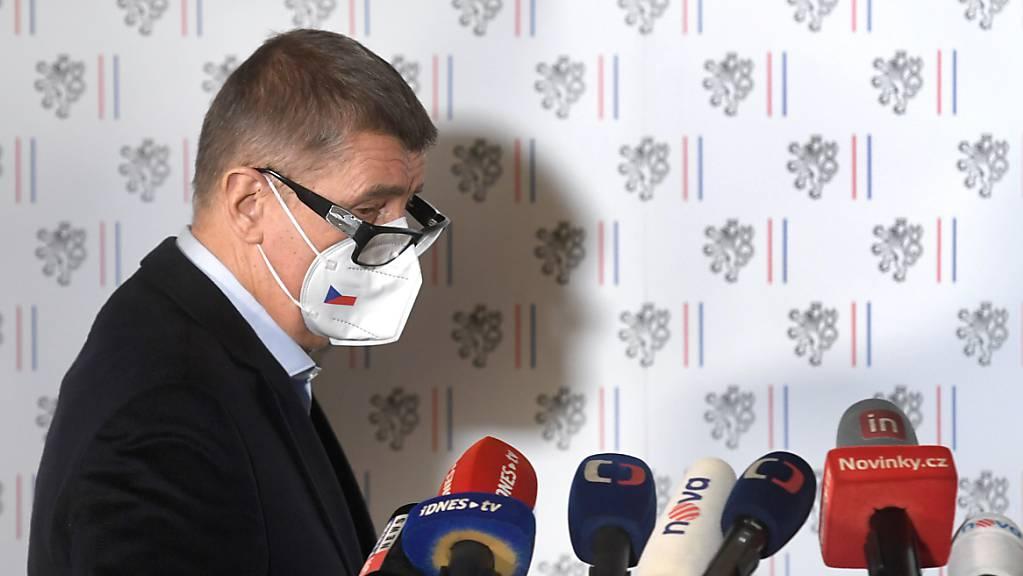 Der tschechische Ministerpräsident Andrej Babis bei einer Pressekonferenz.