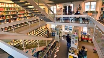 Müssen Bibliotheken – wie hier die Jugendbibliothek Olten – pro Ausleihvorgang künftig zwischen 2,5 und 36 Rappen an die Autoren zahlen? Das sieht ein Gesetzesentwurf vor.