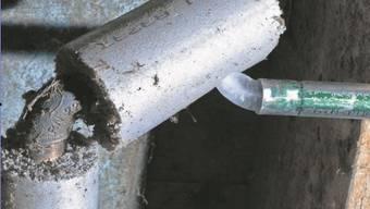 Wenn Wasser in der Leitung gefriert, sprengt das Eis die Leitung trotz spärlicher Isolation.