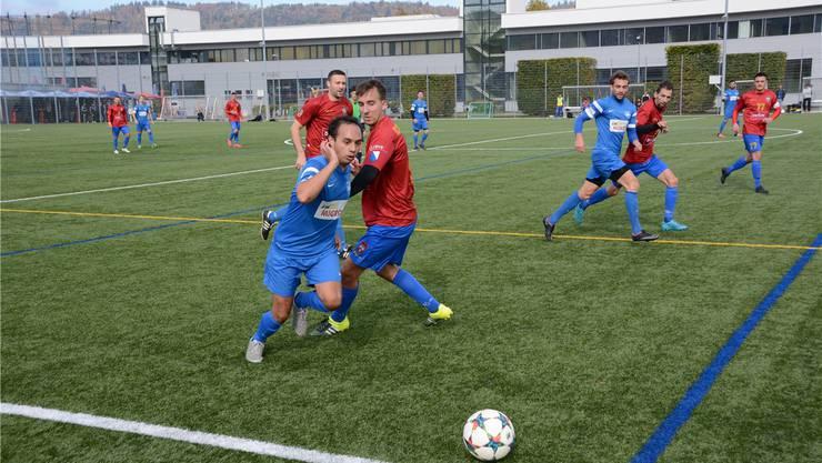 Stefan Steuble (links) hatte mit Oetwil-Geroldswil das Nachsehen gegen Velibor Savic und Srbija. msu