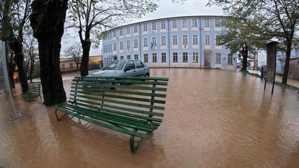 In Italien treten weiterhin Flüsse über die Ufer