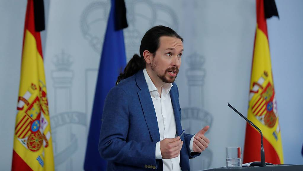 Pablo Iglesias, zweiter Vize-Regierungschef von Spanien, spricht bei einer Pressekonferenz. Das Kabinett der spanischen Regierung genehmigte Finanzhilfen für die Menschen, die von der Wirtschaftskrise infolge der Corona-Krise am stärksten betroffen sind. Foto: Pool/EUROPA PRESS/dpa