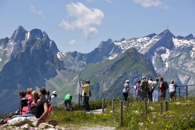 Viele genossen auch einige Wanderstunden (Bild vom Hohen Kasten ob Bruelisau)