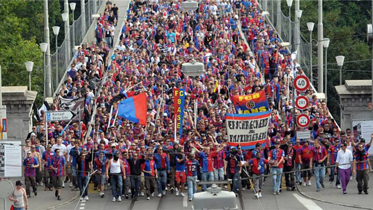 FCB-Fans marschieren über die Berner Kornhausbrücke: Auch in Zürich wird es einen Fan-Marsch geben.