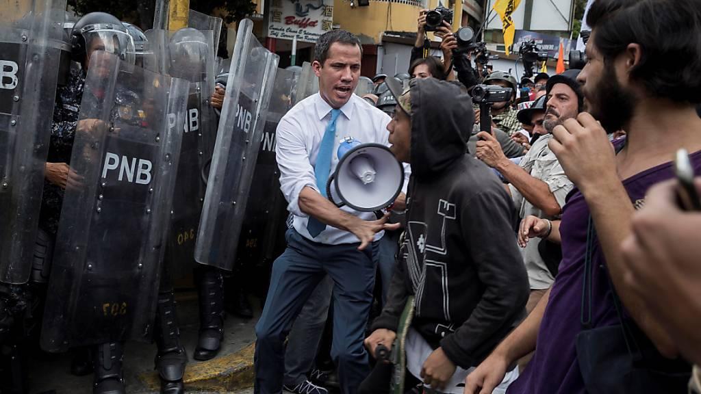 Sicherheitskräfte gehen scharf gegen Demonstranten vor