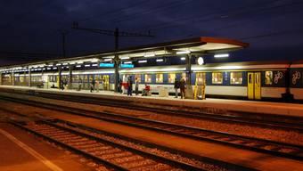 Halt in Muri: Das obere Freiamt macht sich für einen besseren öffentlichen Verkehr stark. Güterzüge sollen im Freiamt nicht den Personenverkehr behindern. (Eddy Schambron)