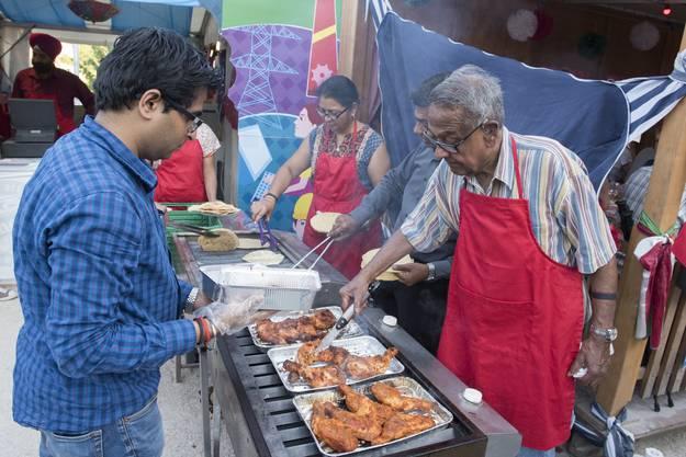 Tandoori Chicken gibts beim Inder auf dem Theaterplatz. Der Andrang ist jeweils gross.